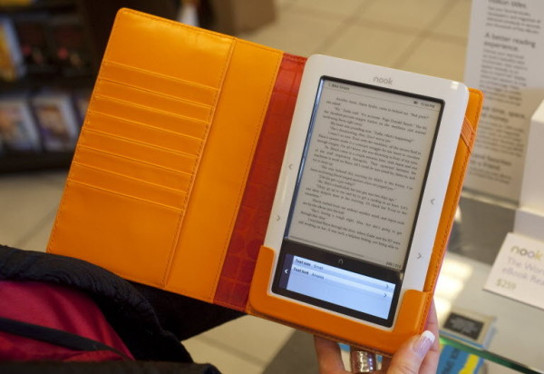 has internet replaced the books Readersreadcom -- reader's speak out on electronic reading devices.